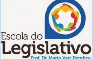 """Escola do Legislativo de Varginha promove """"Encontros com a Política"""" em parceria com a ALMG"""