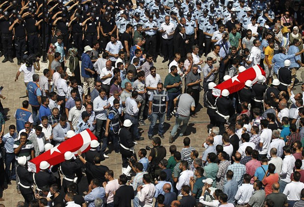 turkey-policemen-kill_fran