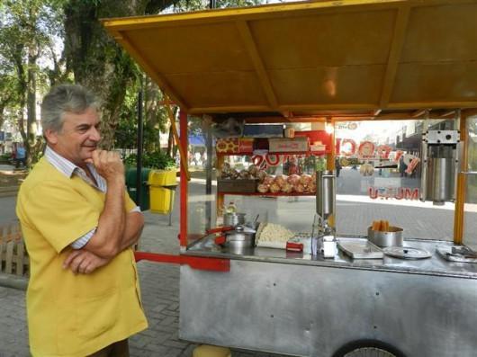 vendedores-ambulantes-constituem-uma-parte-da-vida-economica-da-cidade