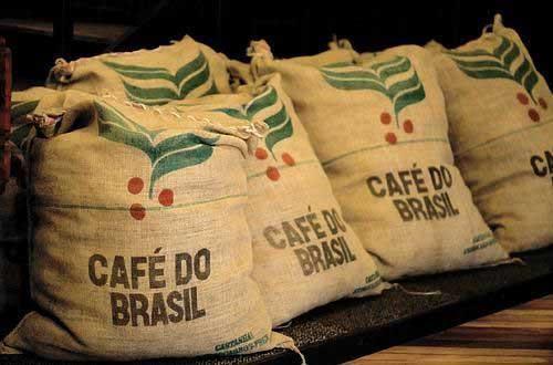 Em dezembro de 2014 (22 dias úteis), os embarques de café registraram 3,04 milhões de sacas de 60 kg de café em grão e receita de US$ 623,1 milhões