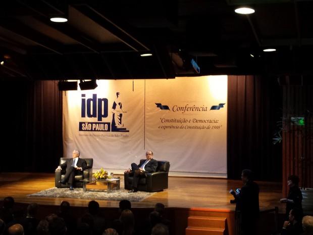 MIchel Temer (esq.) e Gilmar Mendes participam de aula inaugural em São Paulo (Foto: Rosanne D'Agostino)