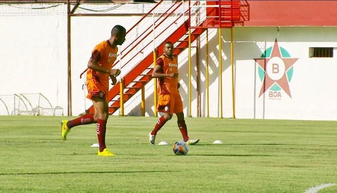 Na zaga, Júnior Lopes deve ser uma das referências do Boa Esporte (Foto: Reprodução EPTV)