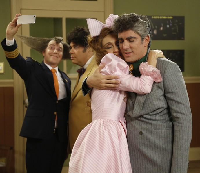 Betty Gofman e Marcelo Adnet se abraçam e comemoram Dona Bela e Rolando Lero (Foto: Raphael Dias/Gshow).