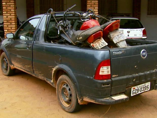Veículos também foram apreendidos durante a ação da Polícia Militar (Foto: Reprodução EPTV)