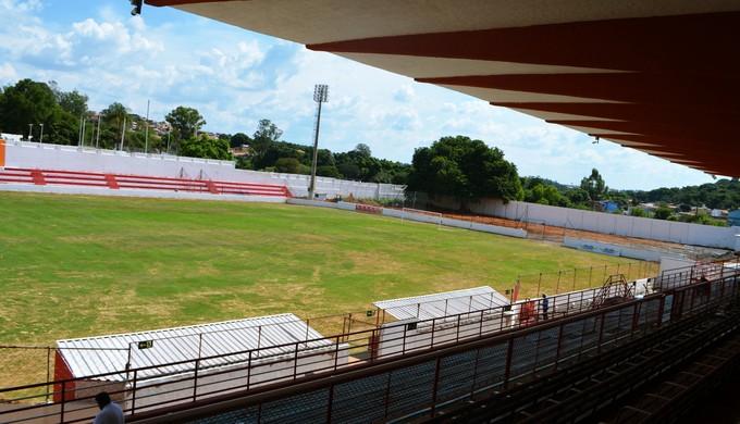 Estádio Elias Arbex, em Três Corações (MG), foi reformado para receber os jogos do Campeonato Mineiro (Foto: Régis Melo)