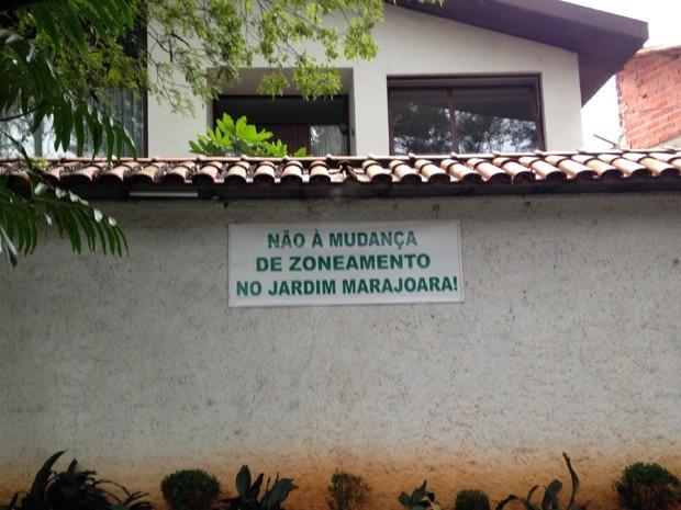 Cartaz contra a lei de zoneamento no Jardim Marajoara, Zona Sul de São Paulo (Foto: Cíntia Acayaba/G1)