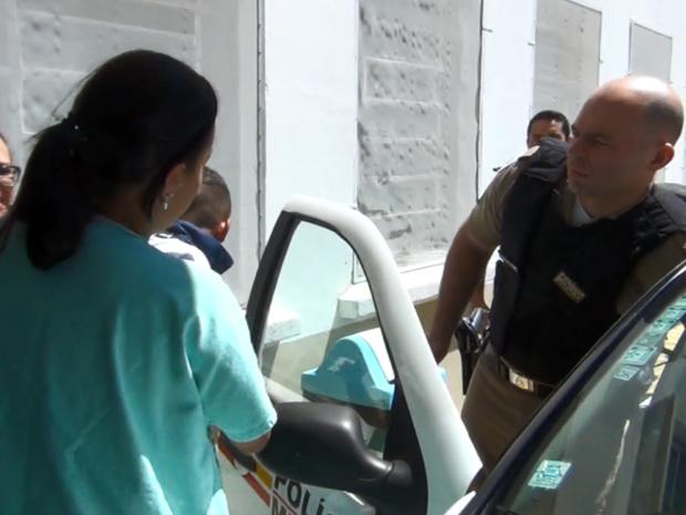 Rapaz foi conduzido ao hospital pelos policiais militares (Foto: Reprodução EPTV)
