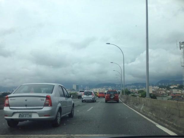 Motoristas que circulam pela Linha Vermelha encontram céu fechado (Foto: Vânia Nunnes/ Arquivo pessoal)