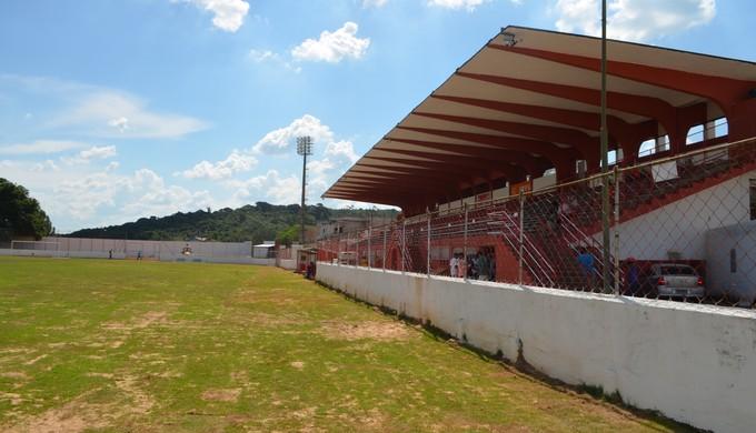 Laudo voltou a apontar que cabines de TV do Elias Arbex, em Três Corações (MG), não estão prontas (Foto: Régis Melo)