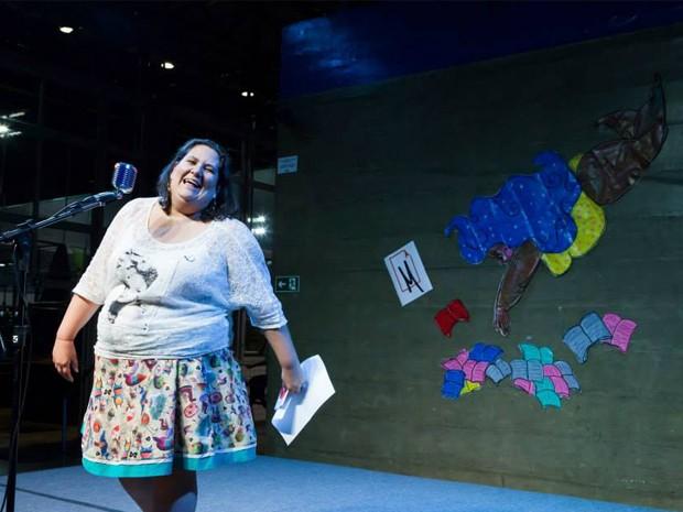 Após pichação, jornalista vai transformar muro em tela contra o preconceito (Foto: Luciana Faria)