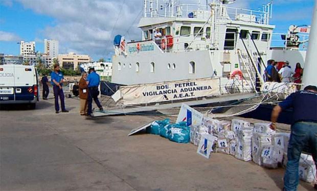 Embarcação era tripulada por cidadão espanhol e outro brasileiro (Foto: Reprodução/TVE)