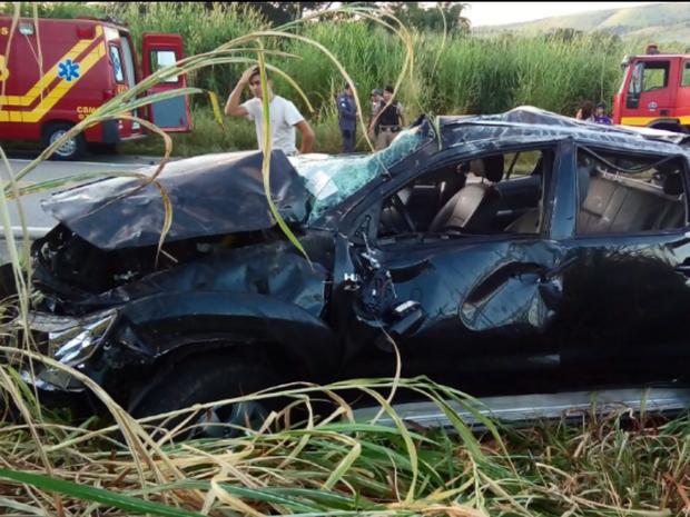 Quatro pessoas ficaram feridas em acidente na BR-491, em Paraguaçu (MG) (Foto: Corpo de Bombeiros)