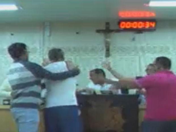 Vídeo flagrou momento em que motorista agride presidente da Câmara em Elói Mendes, MG (Foto: Reprodução/Câmara Municipal de Elói Mendes)