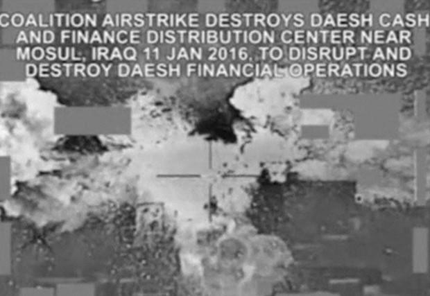 Ataques aéreos destruíram R$ 2,8 bi em dinheiro do Estado Islâmico, dizem EUA (Foto: BBC)
