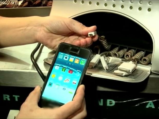 Estações do Metrô deverão ter carregadores de celulares gratuitos (Foto: Reprodução/TV Globo)