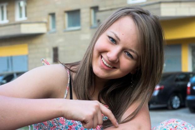 Mãe alega que os órgãos de sua filha, Alina Sablina, que morreu após um acidente de carro em 2013, foram retirados sem sua permissão na Rússia (Foto: Elena Sablina/AP)