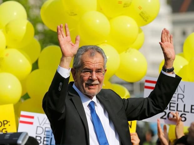 Alexander Van der Bellen durante comício com seus apoiadores no dia 20 de maio (Foto: Heinz-Peter Bader/Reuters)