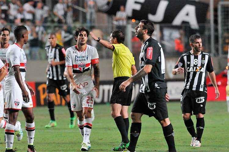 Galo, de Pratto, fica no quase diante do São Paulo no Independência: gol fora de casa decretou eliminação