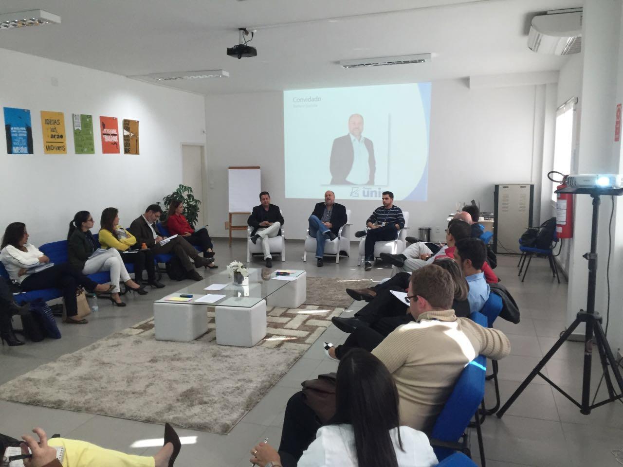 Na oportunidade, Prof. Stefano foi convidado para partilhar experiências sobre a atuação do Grupo Unis na criação de oportunidades que visam  o progresso da comunidade