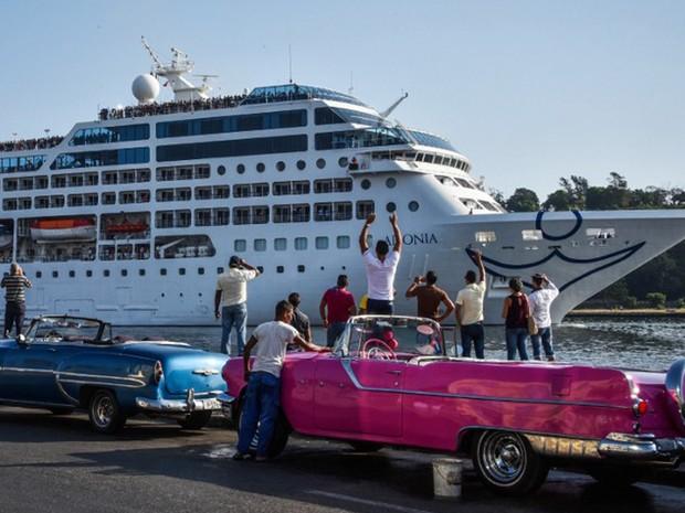 Primeiro cruzeiro dos EUA em 50 anos a Cuba chegou a Havana nesta segunda-feira (2) (Foto: Adalberto Roque / AFP)