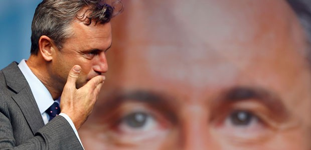 Norbert Hofer durante um comício antes do segundo turno da eleição na Áustri (Foto: Leonhard Foeger/Reuters)