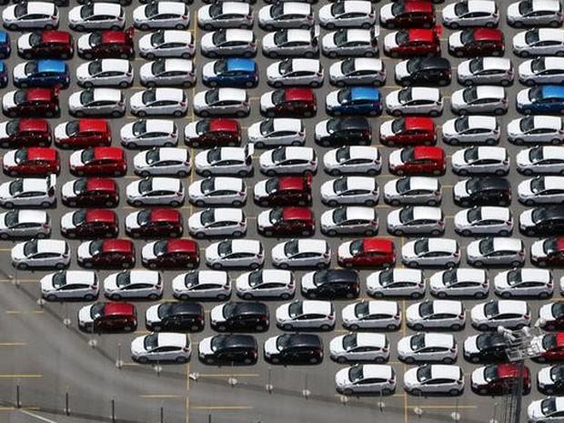 Carros novos estacionados em pátio da fábrica em São Bernardo do Campo. (Foto: REUTERS/Paulo Whitaker)