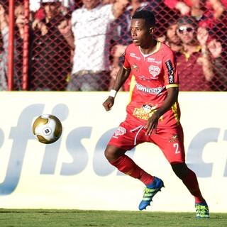 Novo reforço do Palmeiras, Tchê Tchê falhou em lance que gerou gol do Santos (Foto: Marcos Ribolli)