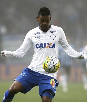 Bruno Viana jogou nove jogos dos 11 do Cruzeiro no Brasileiro (Foto: Lucas Uebel/Light Press)