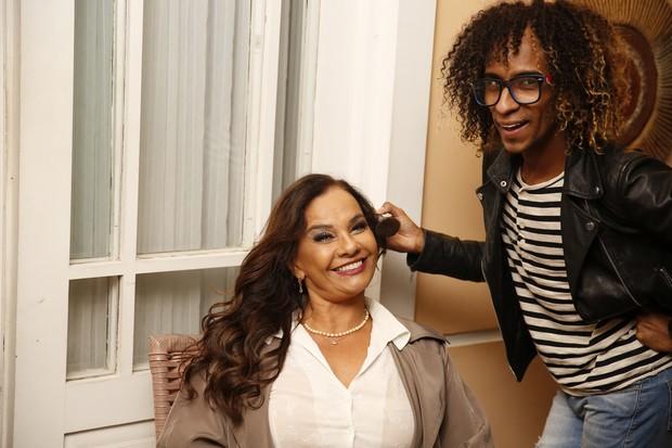 Solange Couto testou o make da festa com o maquiador Ricardinho Pro (Foto: Marcos Serra Lima/EGO)