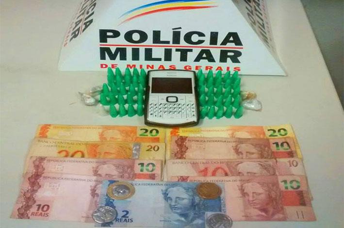 Adolescente foi encontrado com entorpecentes. / Foto: Polícia Militar.