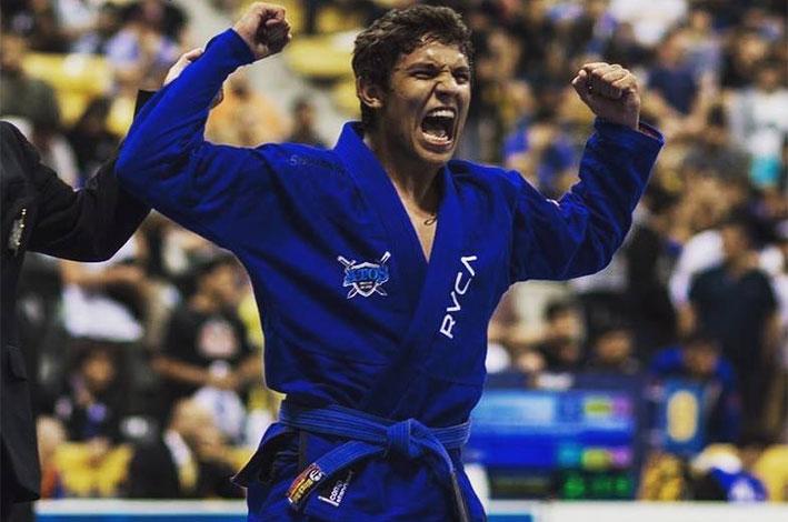Atleta bicampeão mundial de jiu-jitsu representa Varginha em campeonato internacional. / Foto: Divulgação.