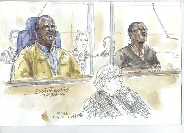 Desenho feito em maio de 2016 mostra Tito Barahira (esq.) e Octavien Ngenzi (dir.) no tribunal. Os dois ex-prefeitos de Ruanda foram condenados na França à prisão perpétua por genocídio (Foto: Benoit Peyrucq/AFP)
