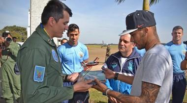 Neymar visitou a Academia da Força Aérea brasileira em Pirassununga (Foto: Soldado Messias/Academia da Força Aérea)