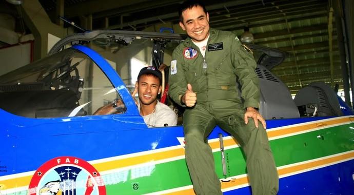 Neymar esquadrilha da fumaça Pirassununga (Foto: Sargento Manfrim/Agência Força Aérea)