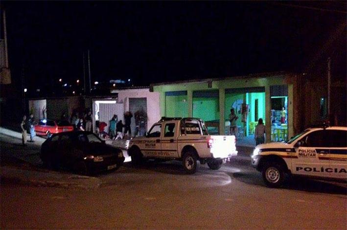 Jovens foram detidos após a Polícia cumprir mandados de busca e apreensão. / Foto: Polícia Militar.