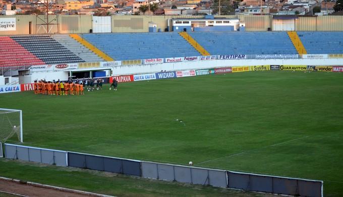 Boa Esporte e Guarani se enfrentam no Melão, em Varginha (Foto: Régis Melo)
