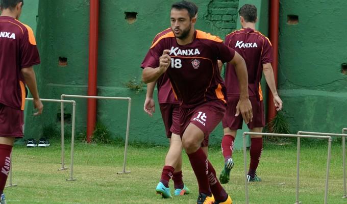 Édson Borges está fora e Boa vai ter zaga titular contra o Guarani (Foto: Régis Melo)