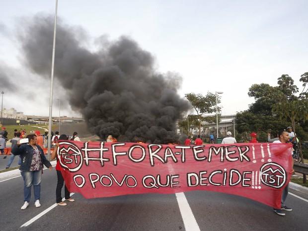 Protesto contra Temer fecha vias de SP (Foto: Leonardo Benassatto/Futura Press/Estadão Conteúdo)