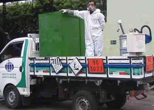 """Nesta quinta-feira, um caminhão """"papa-lâmpadas"""" da RSM irá até à Sosub para realizar o descarte correto. O processo é simples e eficiente."""