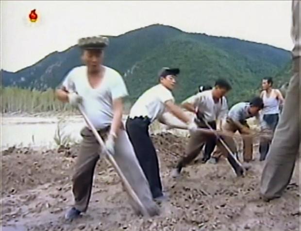 Inundações na Coreia do Norte deixaram mais de 130 mortos e desaparecidos (Foto: KRT/AP)