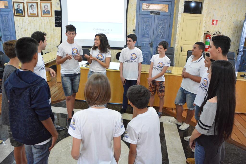 """O projeto """"Nasce um Cidadão"""" da Escola do Legislativo da Câmara de Vereadores de Varginha, está entre os 10 selecionados de todo o Brasil para participar do Câmara Mirim, promovido pela Câmara dos Deputados"""