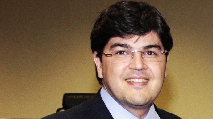 Um dos alvos é o empresário Benedito Oliveira, conhecido como Bené, que está em prisão domiciliar.
