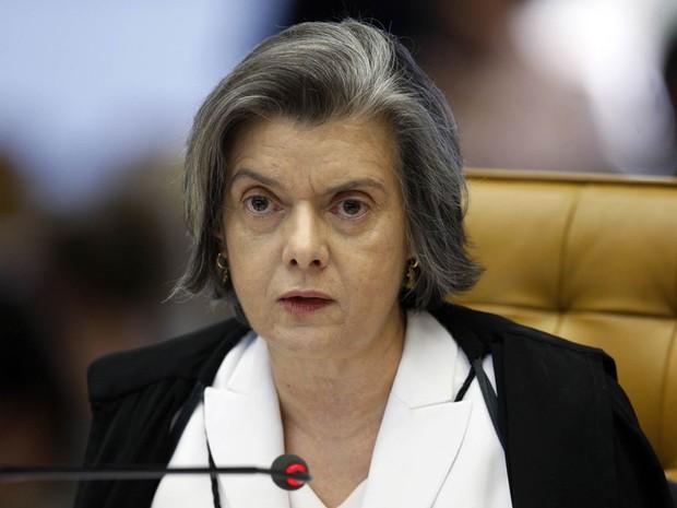 """A presidente do Supremo Tribunal Federal (STF), ministra Cármen Lúcia, exigiu nesta terça-feira (25) """"respeito"""" ao Judiciário por parte do Legislativo e Executivo"""