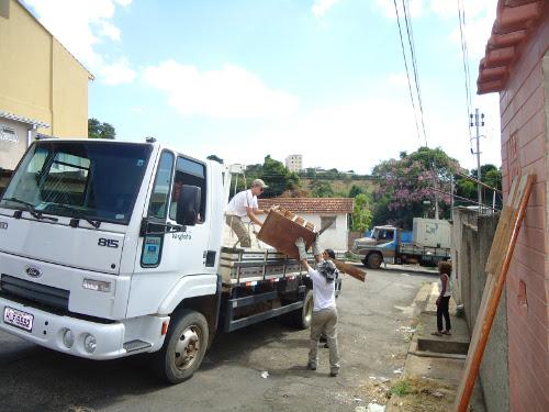 A finalidade da ação foi eliminar os depósitos de água paradas nas residências