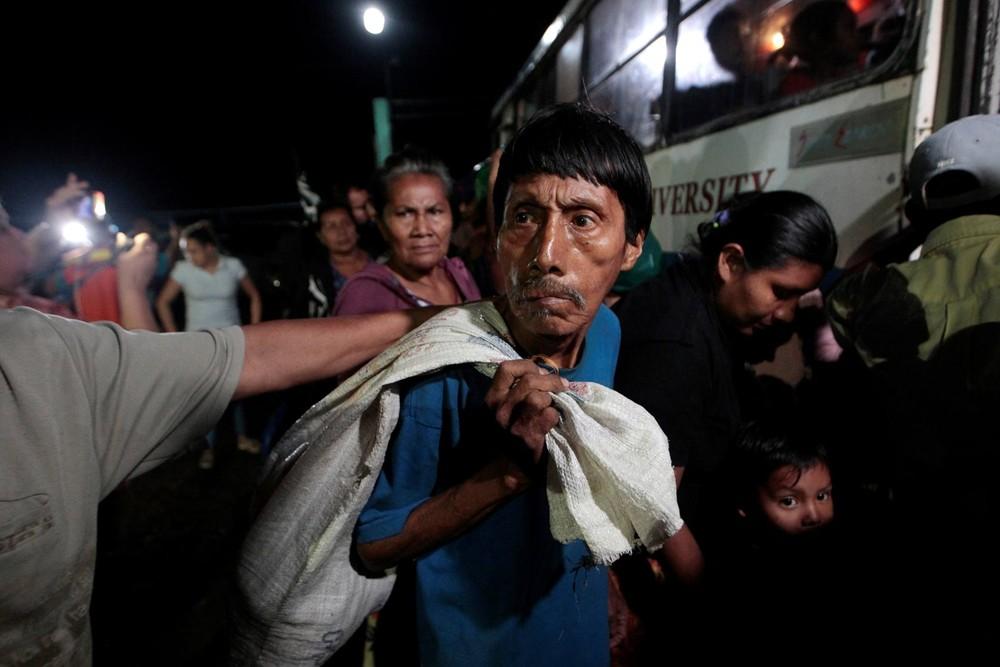 Desde terça-feira, Ministério de Segurança evacuou 4 mil pessoas (Foto: Oswaldo Rivas/Reuters)
