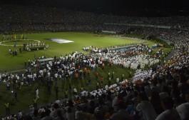 Medellín tem homenagem às vítimas do acidente de avião da Chapecoense