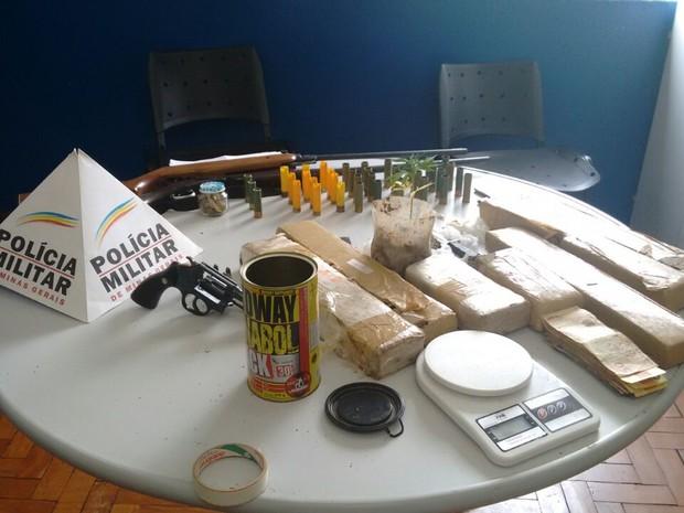 Polícia prende seis suspeitos por tráfico de drogas em Cambuquira