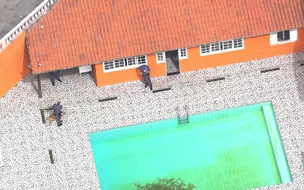 Polícia fez operação de busca e apreensão na casa de Ney Santos em Alphaville (Foto: TV Globo/Reprodução)