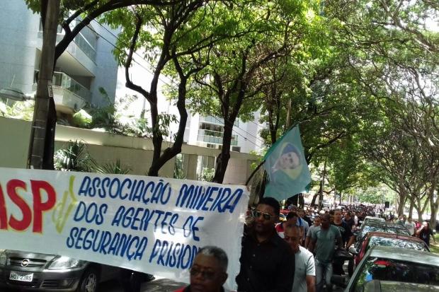 Manifestantes marcharam até a ALMG