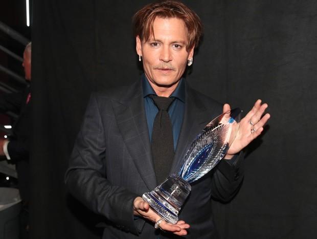 Fãs apoiaram e criticaram o ator, que vence categoria Ícone de Filme no People´s Choice Awards, que conta com voto do público.